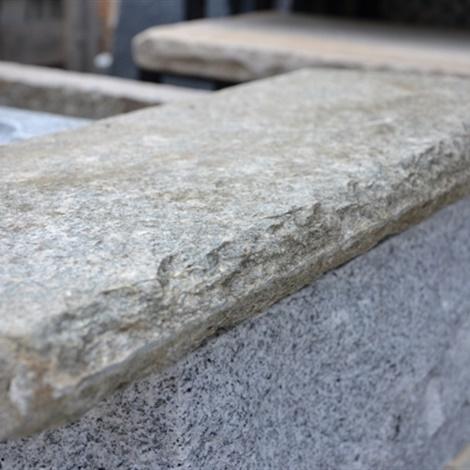 Soglie e davanzali lavorati vari schenatti srl real stone covering - Pietra per soglie finestre ...